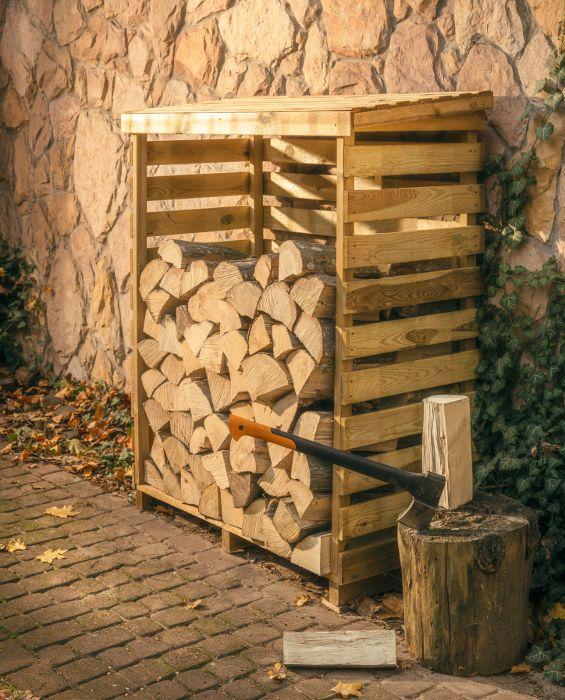 Regał drewniany na drewno kominkowe